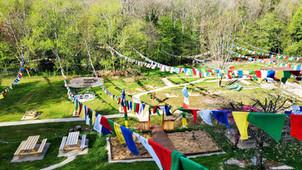 Chaque année les drapeaux tibétains sont remplacés