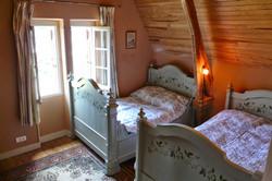 Twin bedroom ensuite