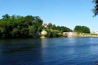 Dordogne river overlooked by Villa Acacias
