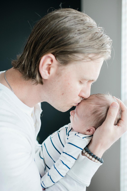 in home newborn photography in Nashville