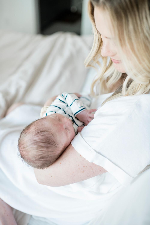 lifestyle newborn photographer in Nashville