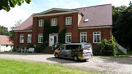 Geführte Inselrundfahrt mit Sven Vogel zu Gutshäusern im Süden von Rügen.