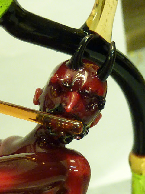 Lucio's last demo shows again that the devil is in the detail...Detail of devil goblet by Lucio Bubacco