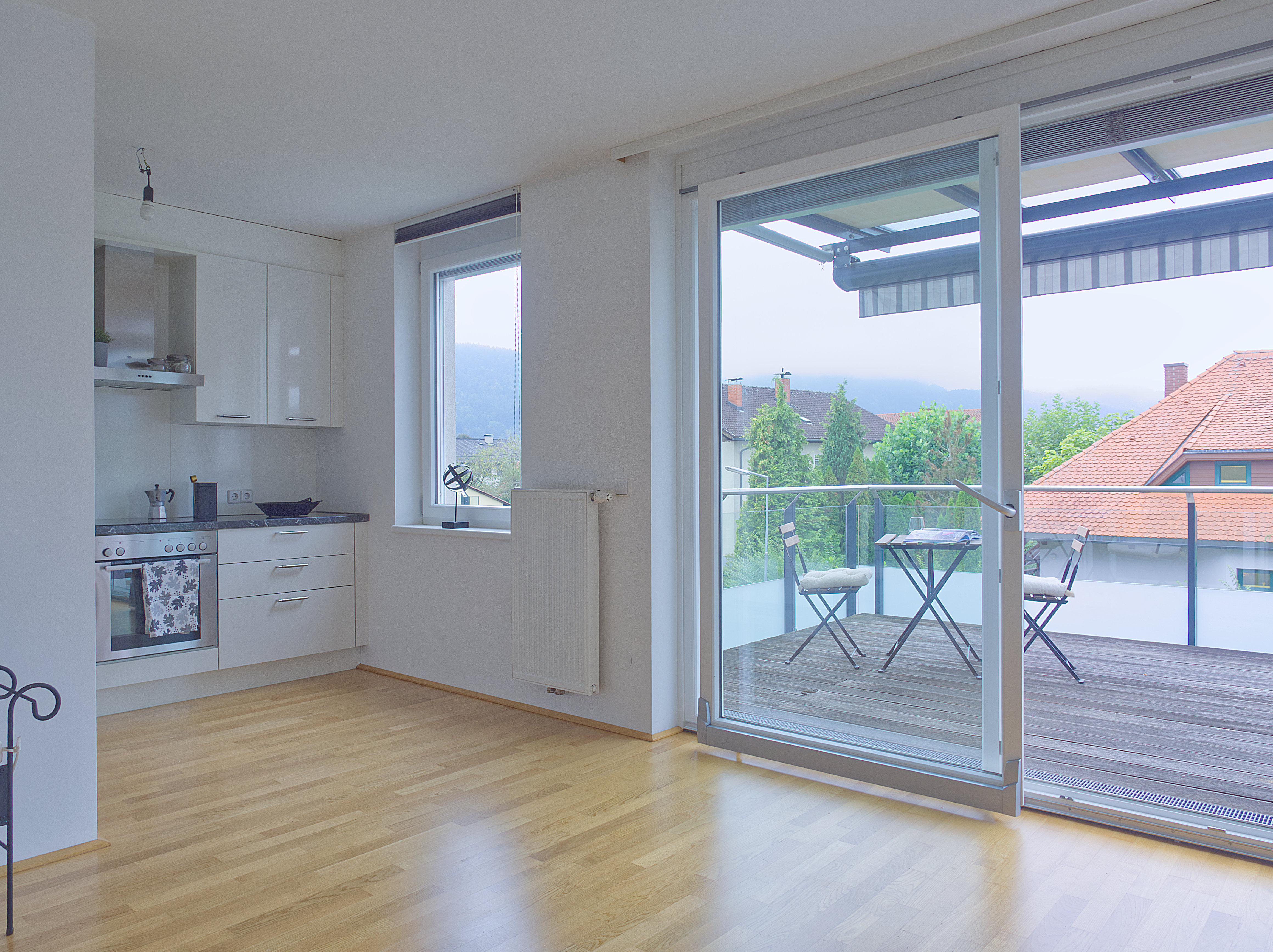 Wohnzimmer - Küche - Balkon