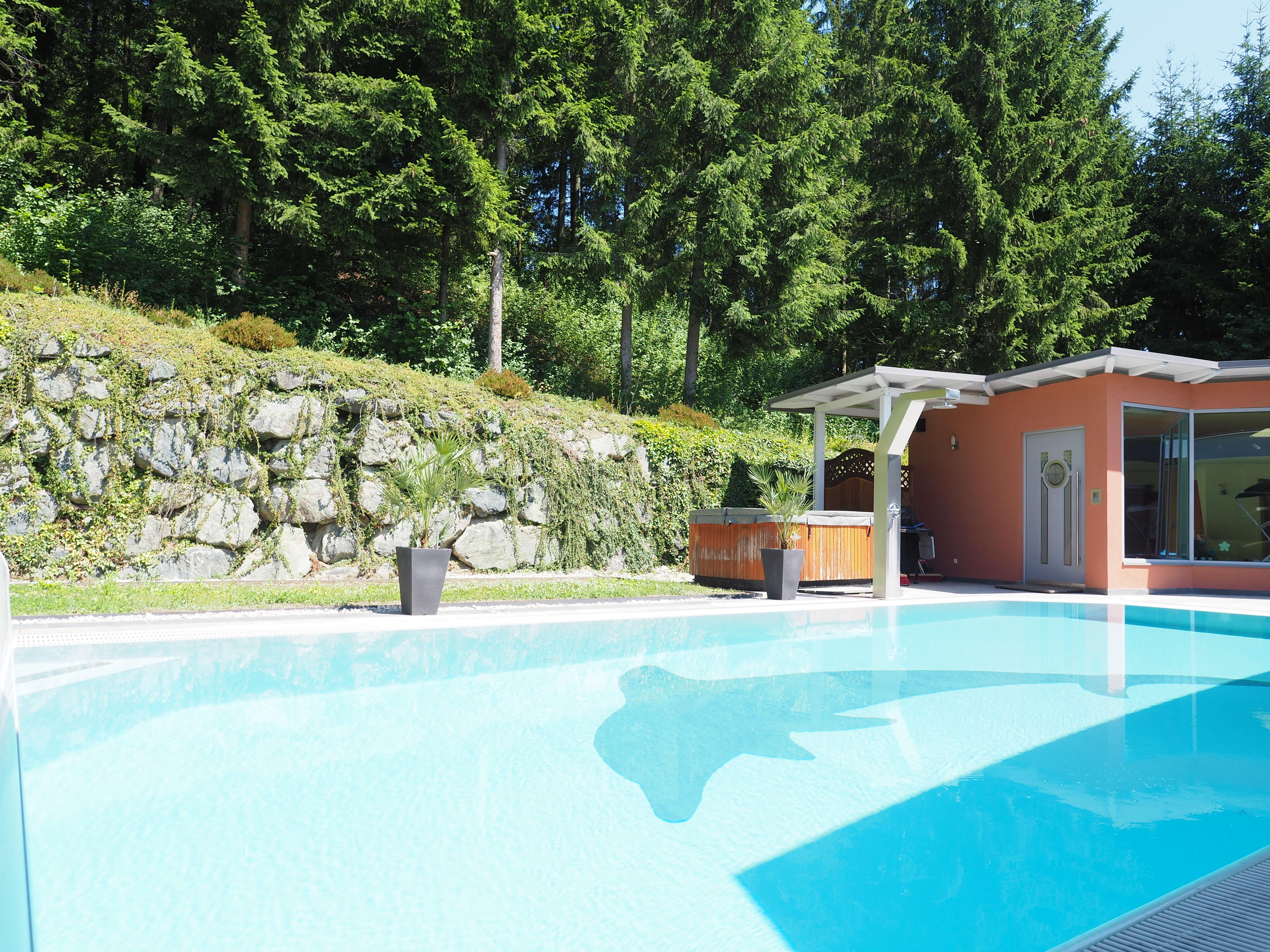 Swimming- und Whirlpool