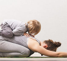 Mother%20and%20Daughter%20Yoga_edited.jp