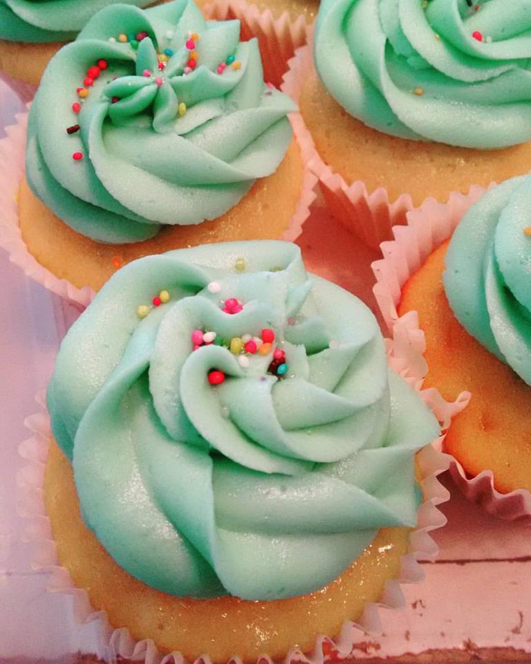 Aqua Sprinkle Cupcakes