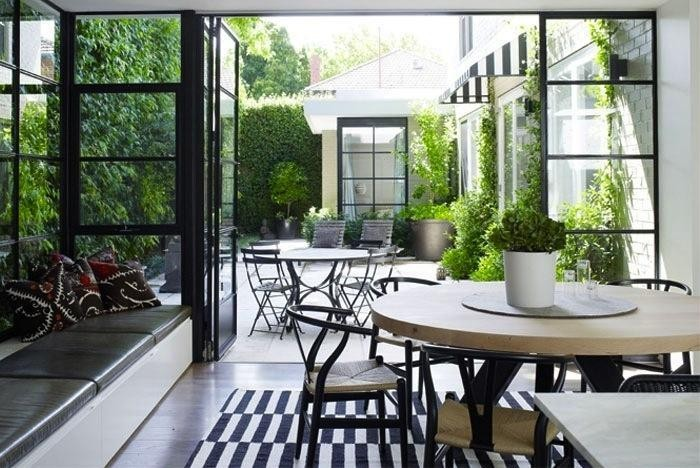 700_black-and-white-terrace-Gardenista