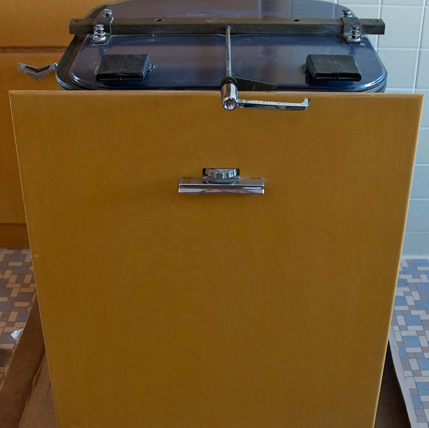 time-capsule-kitchen-60s-nathan-chandler-furniture-13