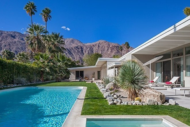 search.rendition.thumb.palm-springs-california-estate-01-exterior-pool-area-h670-search