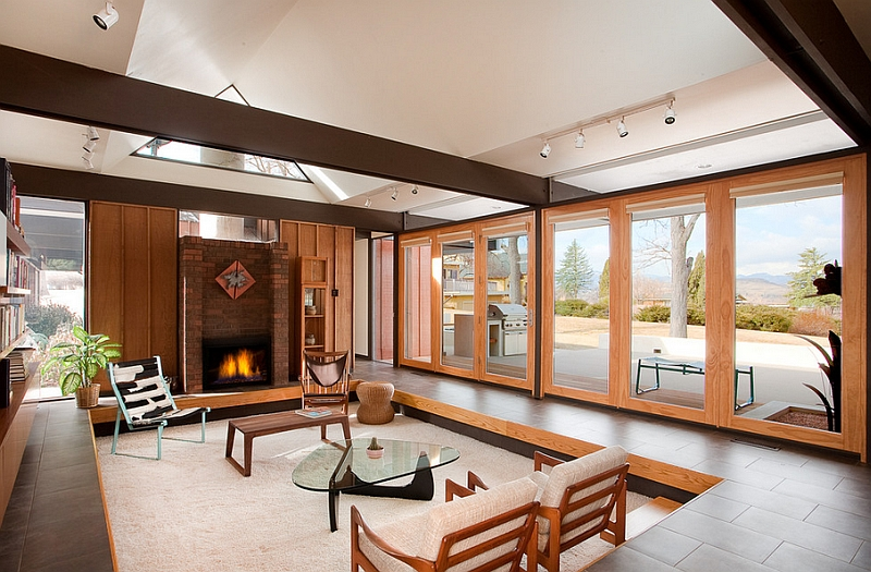 Beautiful-sunken-living-room-with-unabated-views-of-the-outdoors