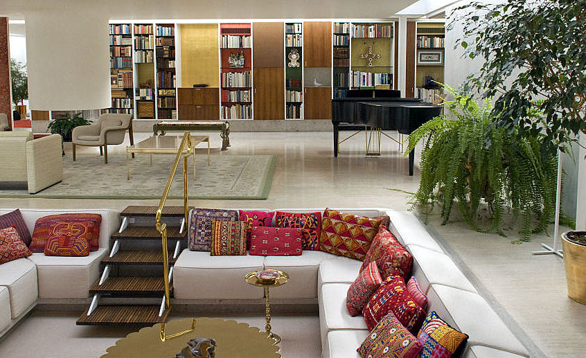 7-red-white-living-room-conversation-pit