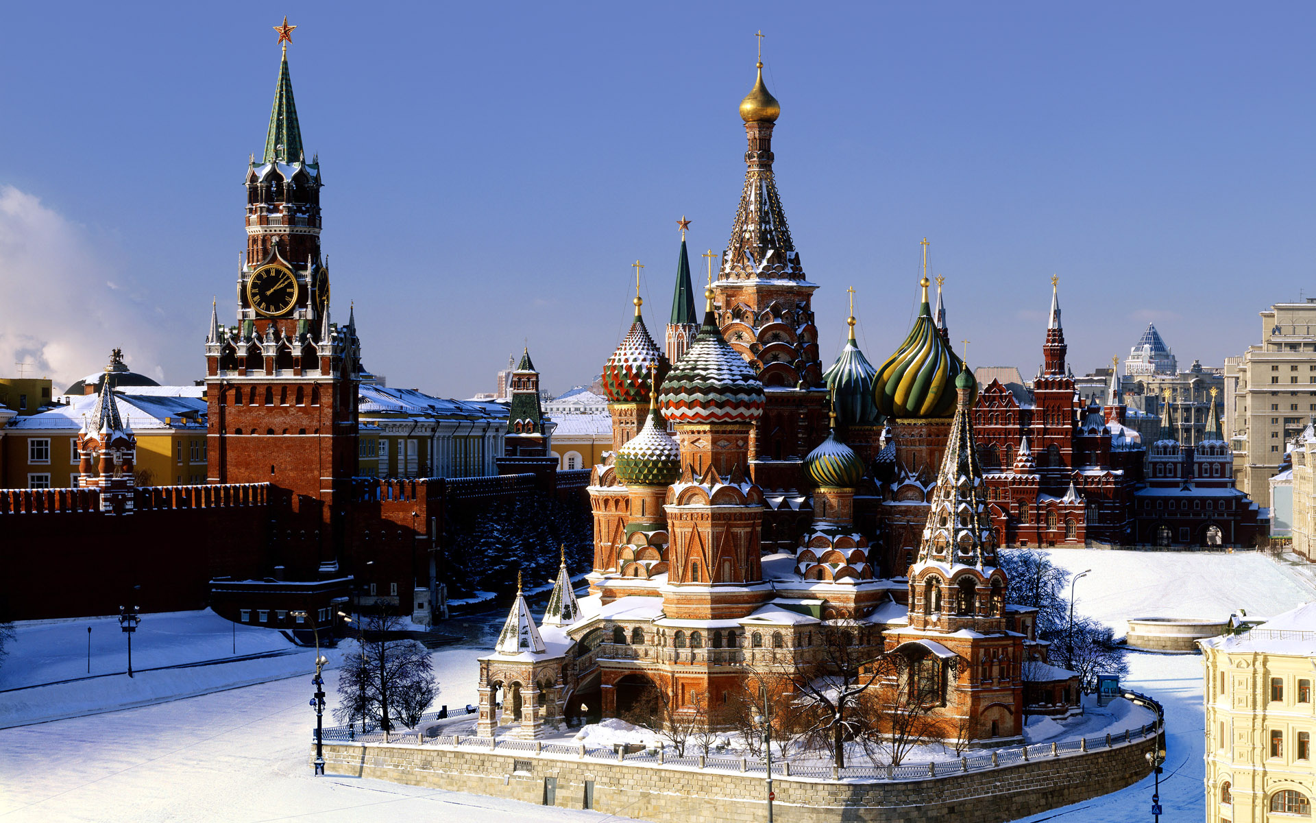 World_Russia_View_of_the_Kremlin__Moscow_022079_
