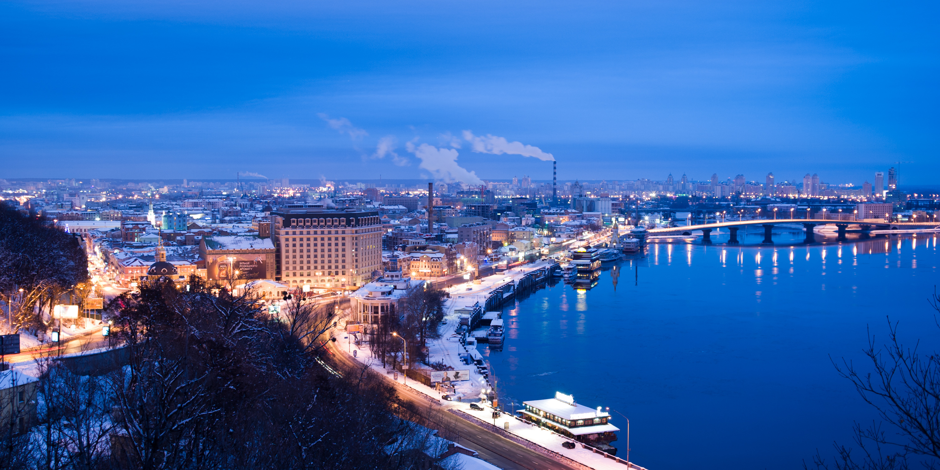 Panoramic_view_of_the_Dnieper_River_right_bank._Kiev,_Ukraine,_Eastern_Europe