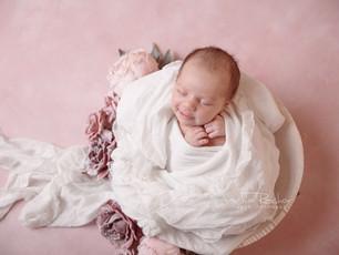 Zarte pastelltöne in blau und rosa -  erste Momentaufnahmen - Neugeborenenfotos Darmstadt