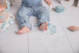 Tortenschlachtbilder eines kleinen Kindes