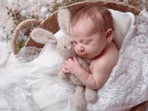 Zarte Neugeborenenfotos - Bilder die das Herz berühren - Familienmomente Dieburg