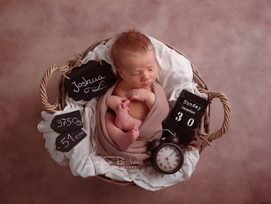 Natürliche Neugeborenenfotos mit stolzer, großer Schwester - Fotos Michelstadt