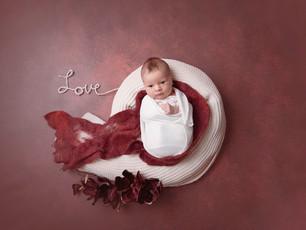Neugeborenenfotos in warmen Rottönen <3 - Erste Fotomomente - Otzberg Fotografie mit Herz