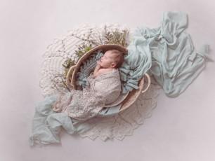 Natürliche Neugeborenenfotos mit der Familie - Neugeboren Griesheim Babyfotos Darmstadt