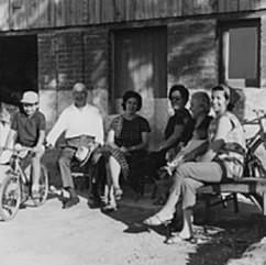 29. Foto di famiglia al villaggio del Sa