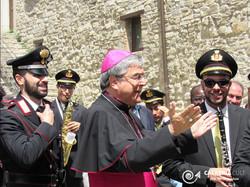 Il Vescovo e la banda