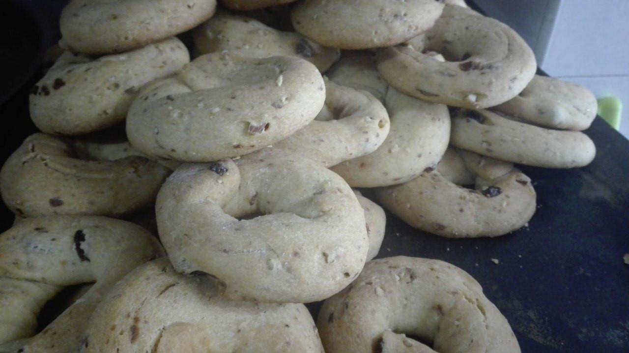 Cutro, le ciambelle del forno di Rosaria