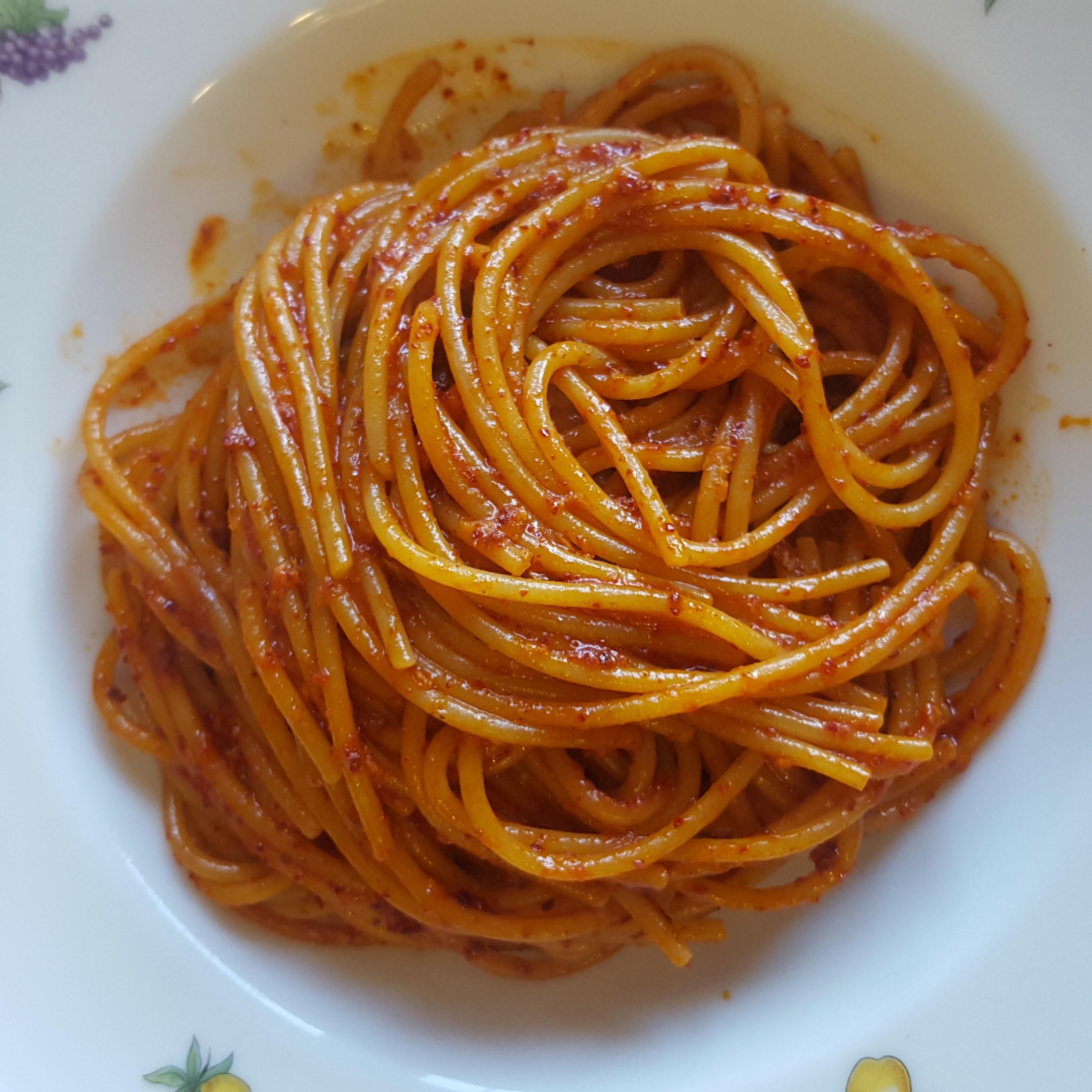 Spaghetti con paprika e peperoncino