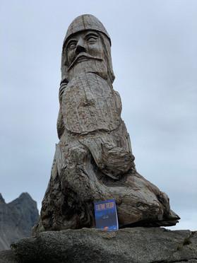 Statue viking