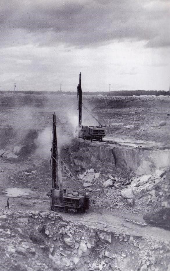 Machines servant à perforer pour le dynamitage de la mine Barvue