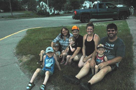 Famille à la parade