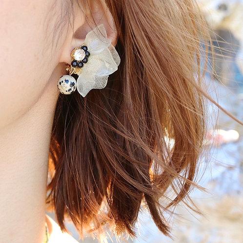 Real hydrangea petals with Dalmatian jasper | modeled