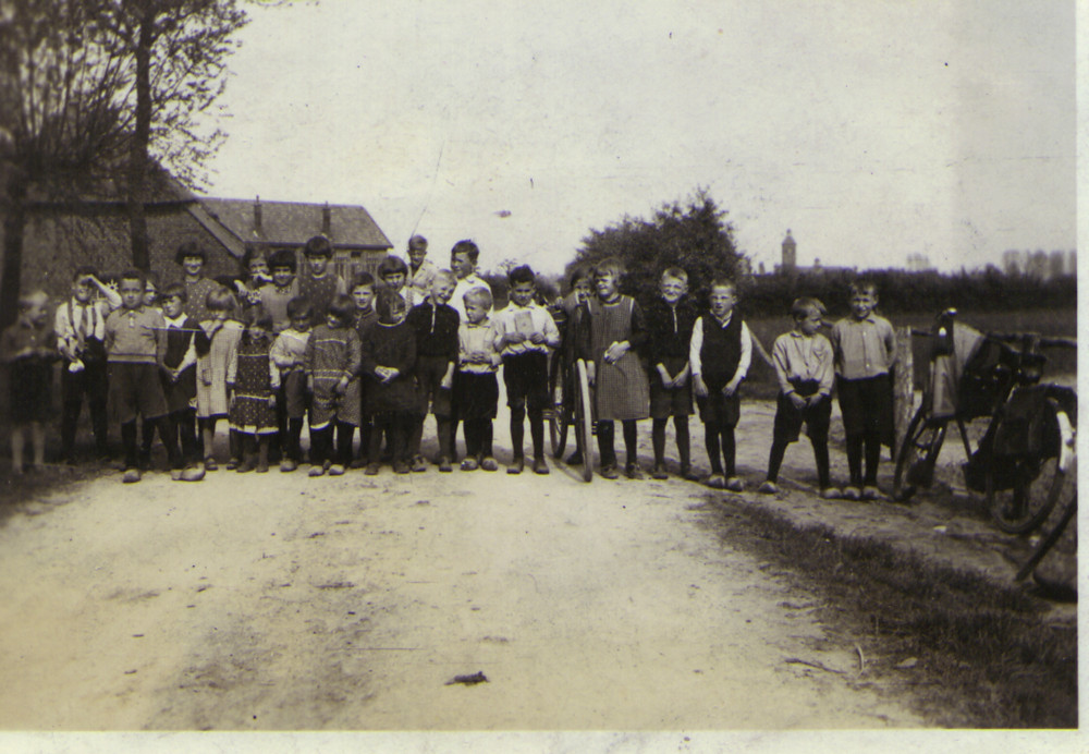 Kinderen uit Keent en Balgoy rond 1930