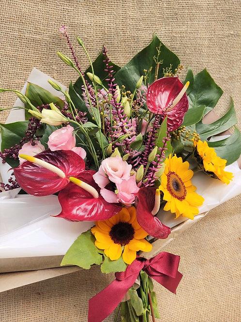 Buque G colorido com vegetação e flores
