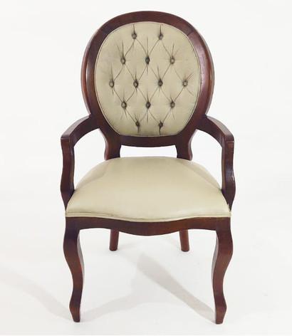 Cadeira medalhão clássica  com braço