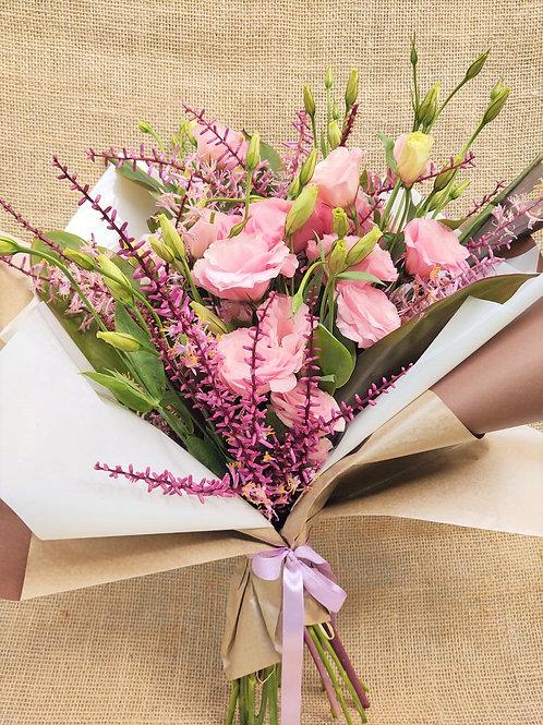 Buque G de lisiantus rosa com sementes