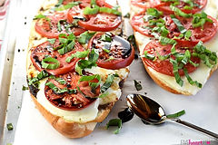 Caprese-French-Bread-Pizza-Mozzarella-To