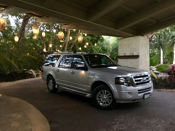 Luxury SUV for private tours in mexico