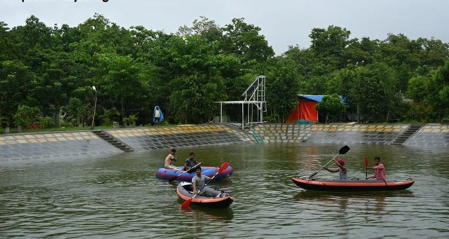 Panther-stay-pondboating and kayaking.jp