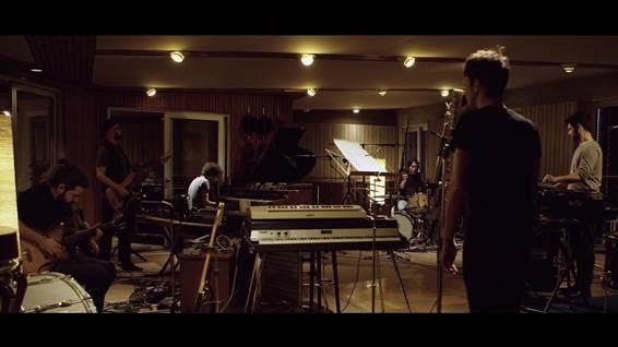 "Vetusta Morla  Premieres ""Punto Sin Retorno"" Performed Live At Hansa Studios in Berlin"