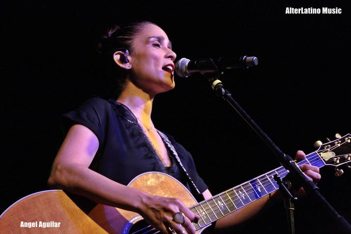 """Julieta Venegas - """"Sold Out"""" En Sacramento"""