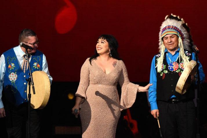 Carla Morrison Destaco En Los Grammys Junto a Northern Cree