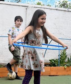 Jugando en el patio,  2019
