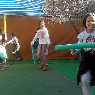 Espadas Jedi en el patio en Huepil Afterschool