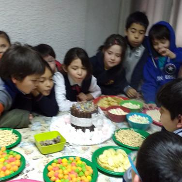 Festejando cumpleañeros en Huepil Afterschool