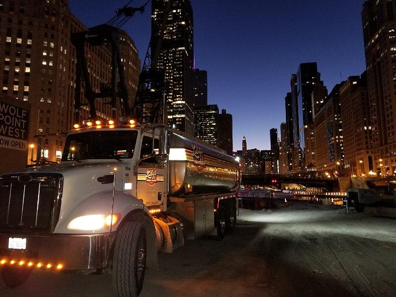 Luckys Chicago - Nightime.JPG