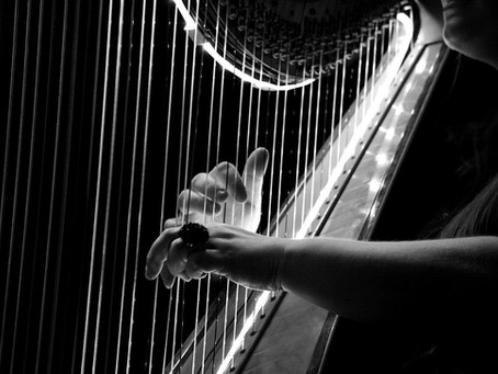 La harpe au cinéma : dans quelles mélodies entend-on l'instrument à cordes ?