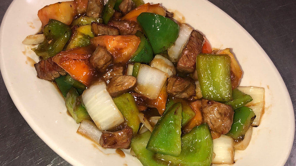 139. Cubed Beef Stir Fried with Garlic, Onions, Green Peppers & Tomatoes