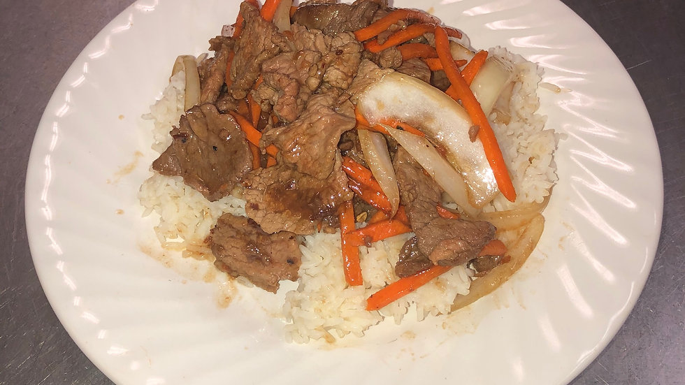 126. Steamed Rice Platter with Stir Fried Beef, Carrots & Onions