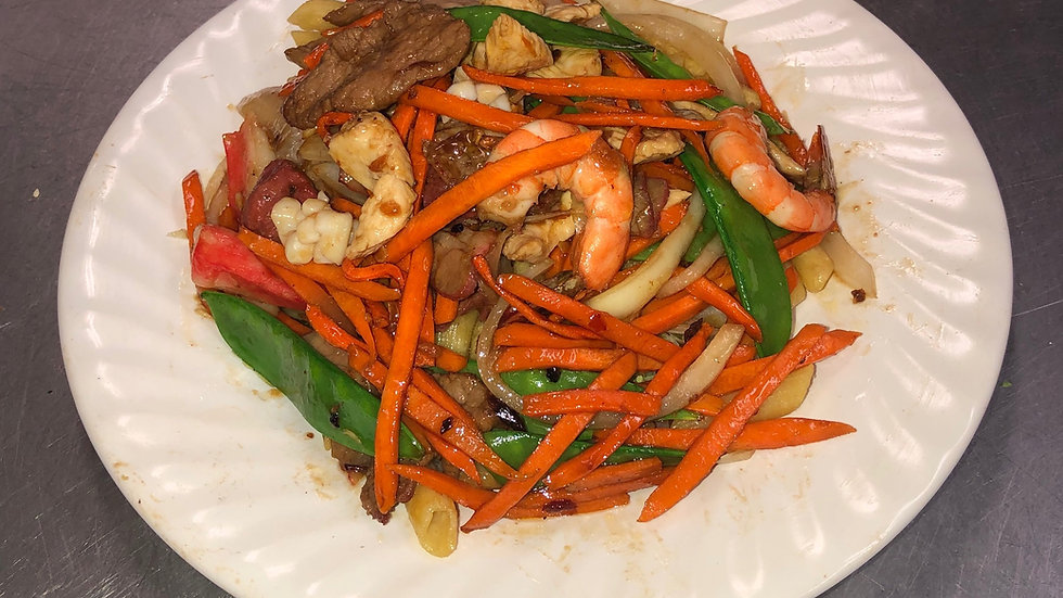 133. Stir Fried Macaroni with Shrimp, Pork, Beef, Chicken, and Vegetables